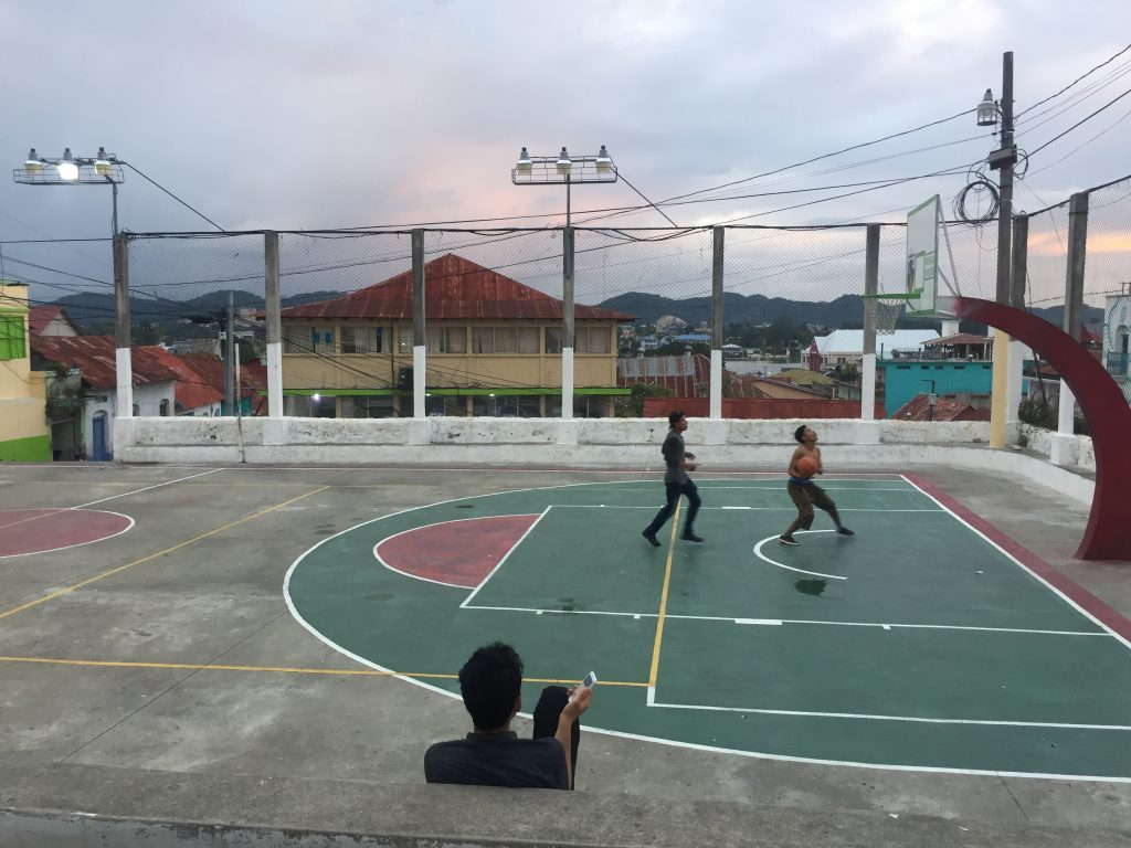 kids playing basketbal in flores, where my bank card got skimmed in Guatemala
